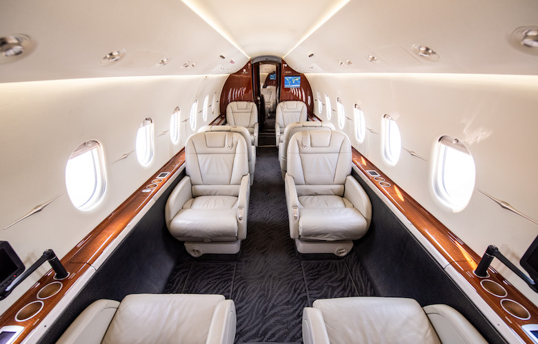 fly private header image hawker 4000